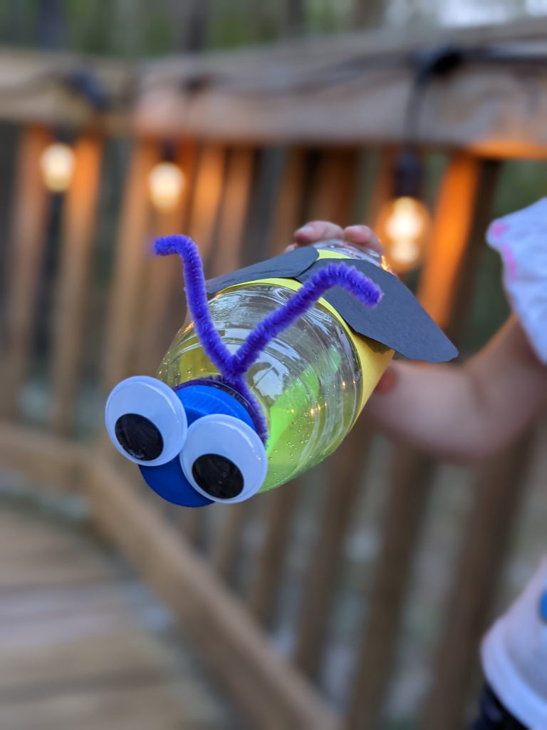 Free Science lesson about fireflies! Learn all about fireflies with amazing literature and hands on projects, like the adorable firefly craft!